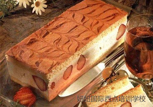 深圳龙华糕点培训学校学做酸奶慕斯夹心蛋糕