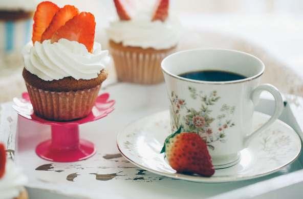 南山大学城学做蛋糕培训学校做草莓奶油海绵Cupcake