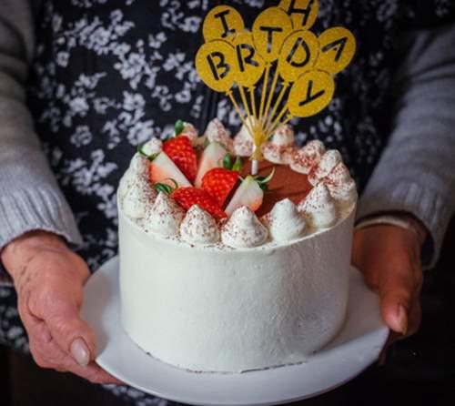 南山留仙洞学做蛋糕慕斯培训班做草莓奶油蛋糕的做法