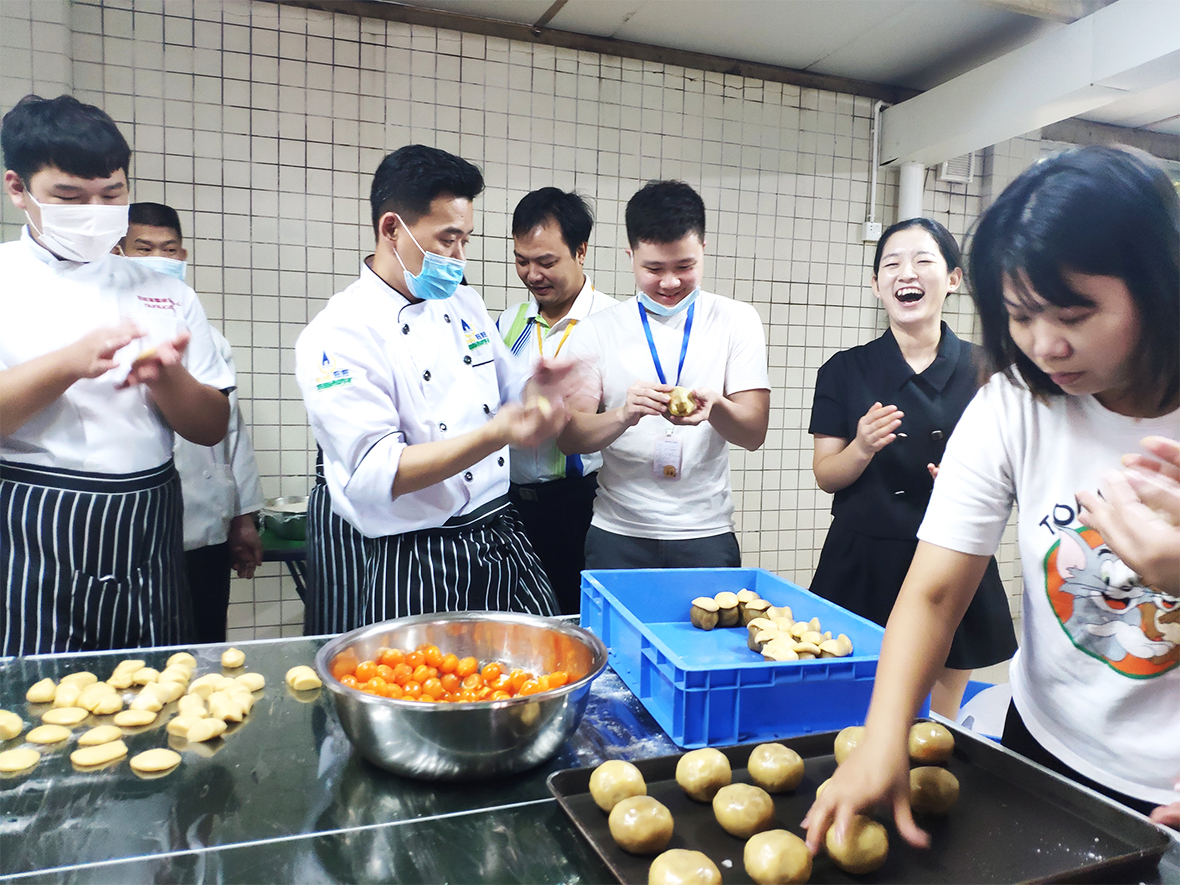 应邀为深圳某分局上门教学月饼和蛋黄酥